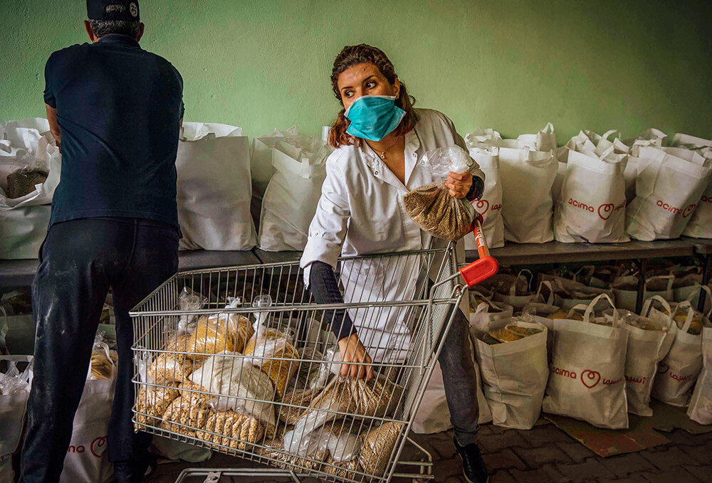 Moroccan NGO distributing aids